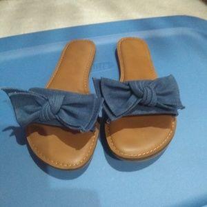 Women's size 8 bow sandals slip on
